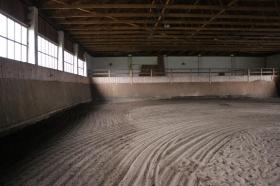 Stáj Zámrsk - Indoor hall